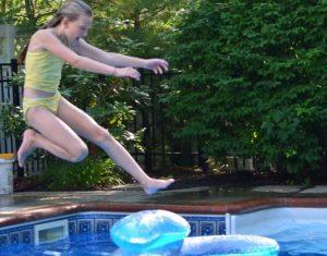 como-contratar-una-minidisco-en-las-piscinas