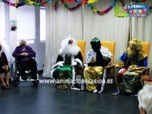 Contratar en la fiesta de navidad del colegio a los Reyes Magos