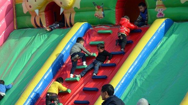 Alquilar Hinchables Wipeout para fiestas infantiles a domicilio