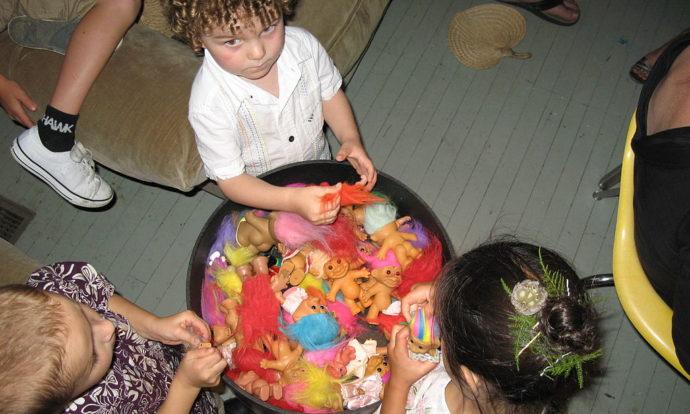 Cómo organizar una fiesta temática de Trolls