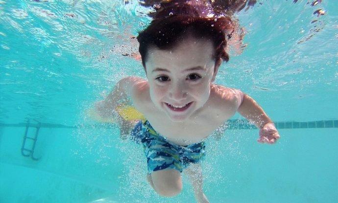 Juegos para fiestas infantiles en la piscina
