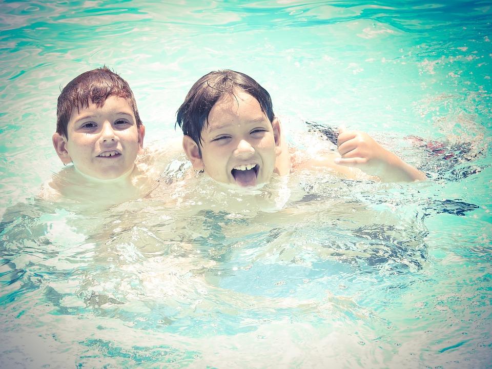 Juegos para fiestas infantiles en la piscina-Cómo deben ser los juegos en albercas para niños