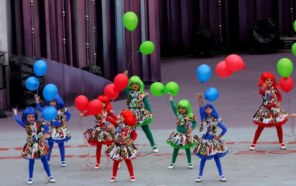 Fiestas de Carnaval en el colegio-payasitas