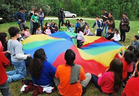 Los juegos con paracaídas para fiestas infantiles son muy seguros